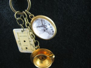 Alice in Wonderland - The Mad Hatter's Tea Party Necklace